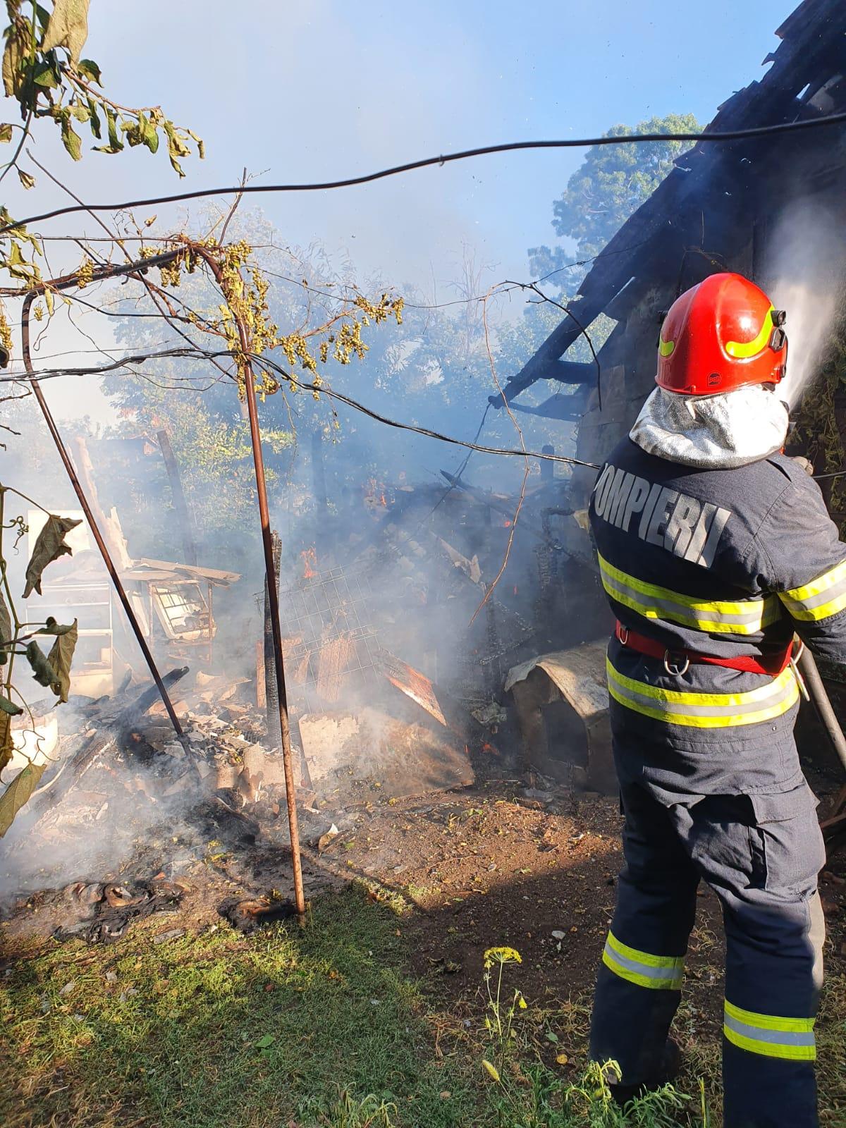 Pompierii Calafaeteni au intervenit pentru stingerea unui incendiu  în comuna Ciupercenii Noi
