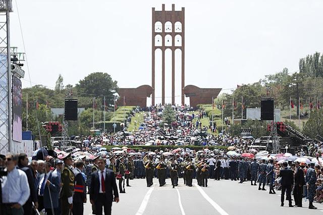 Armenia conmemora la República en el Memorial Sardarapat