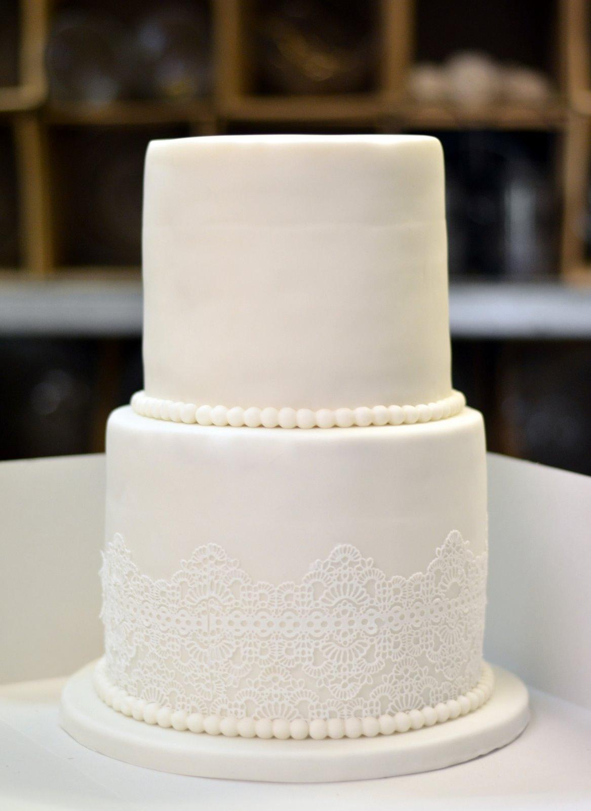 Torten Cupcakes By Sibl Hochzeitstorte In Spitze
