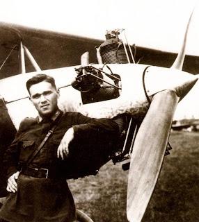 яковлев александр сергеевич на фоне самолета АИР 3