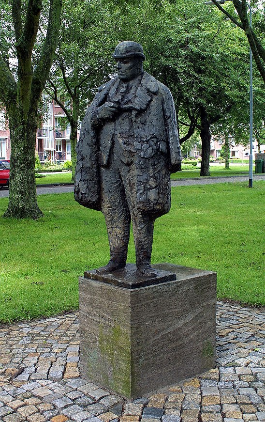 The Maigret Statue at Delfzijl, work of sculptor Pieter d'Hont