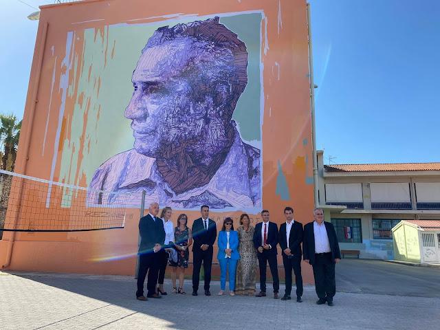 Εντυπωσιασμένη από τις τοιχογραφίες στα Λύκεια του Ναυπλίου η Κατερίνα Σακελλαροπούλου