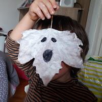 réalisation enfant bricolage halloween à suspendre intérieur extérieur chambre fantome