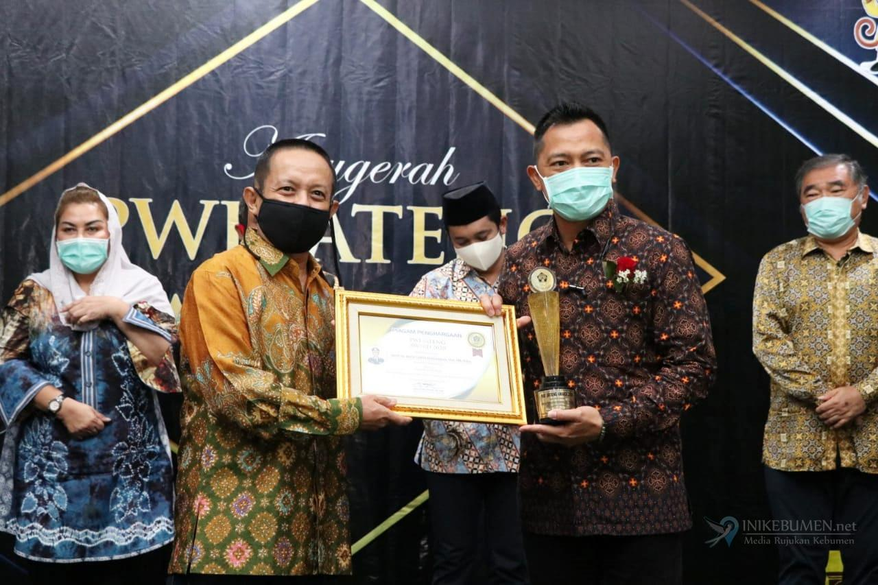 Bersama Irwan Hidayat, Kapolres Kebumen Raih Penghargaan PWI Award Jateng