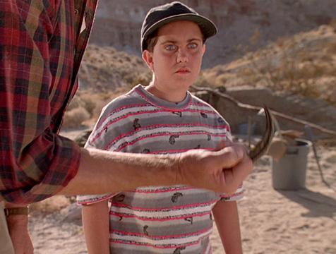 Volunteer Boy o Annoying Kid (Whit Hertford) asustado por la garra de un velocirraptor en Jurassic Park - Cine de Escritor