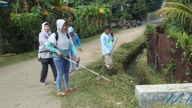 Bersama Satgas Kebersihan Kelurahan Biru, Warga Lakukan Aksi di Lingkungan Baru