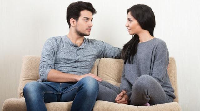 Kebiasaan yang Mencurigakan bisa jadi mencintai orang lain di belakangmu