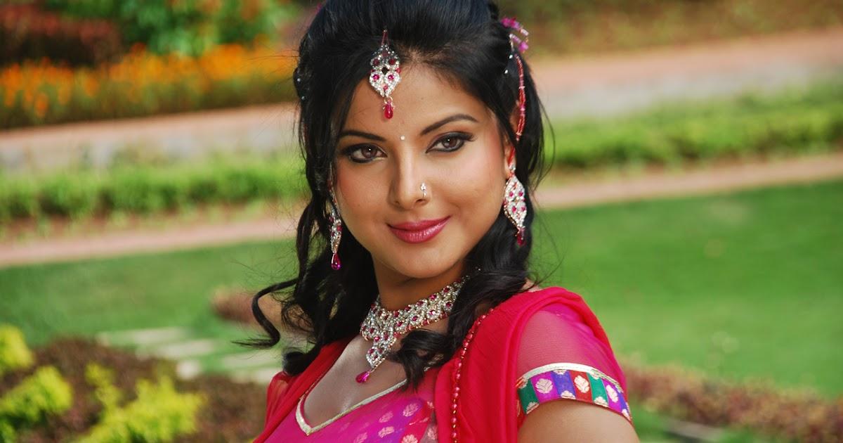 New Hindi Movei 2018 2019 Bolliwood: Upcoming Movies Of Bhojpuri Actress Smriti Sinha 2016-2017