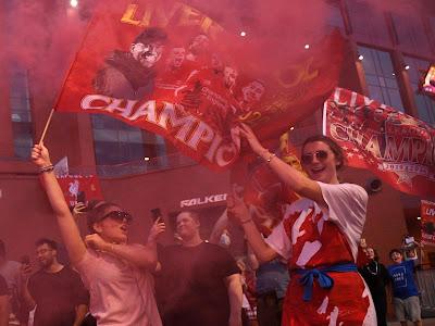 ليفربول يتوج ويفوز ببطولة الدوري الإنجليزي بعد 30 سنه مع محمد صلاح liverpool england