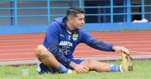 Persib Bandung Pertahankan Esteban Vizcarra