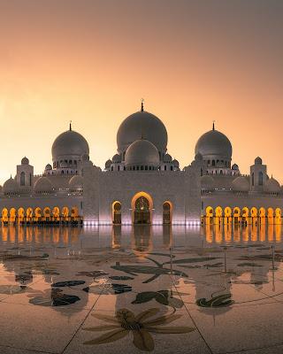 صورة لأحد المساجد الكبيرة والجميلة جدا