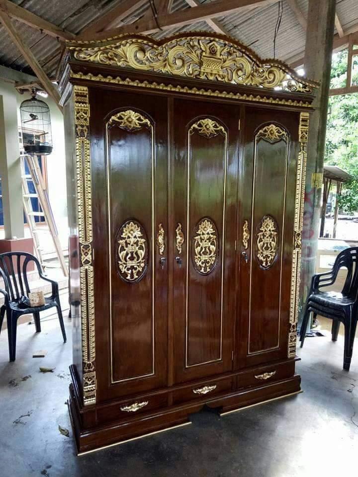 lemari pakaian baju kayu jati 3 pintu ukir mewah