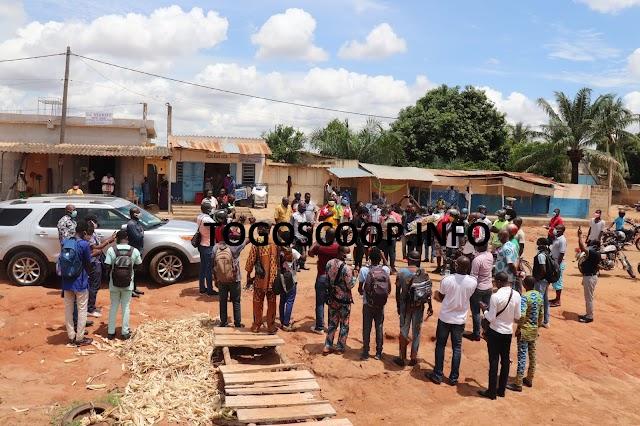 Après un dépôt de gerbe sur les lieux des crimes des forces de sécurité, le Front citoyen annonce un cortège funèbre hebdomadaire pour réclamer justice pour les victimes