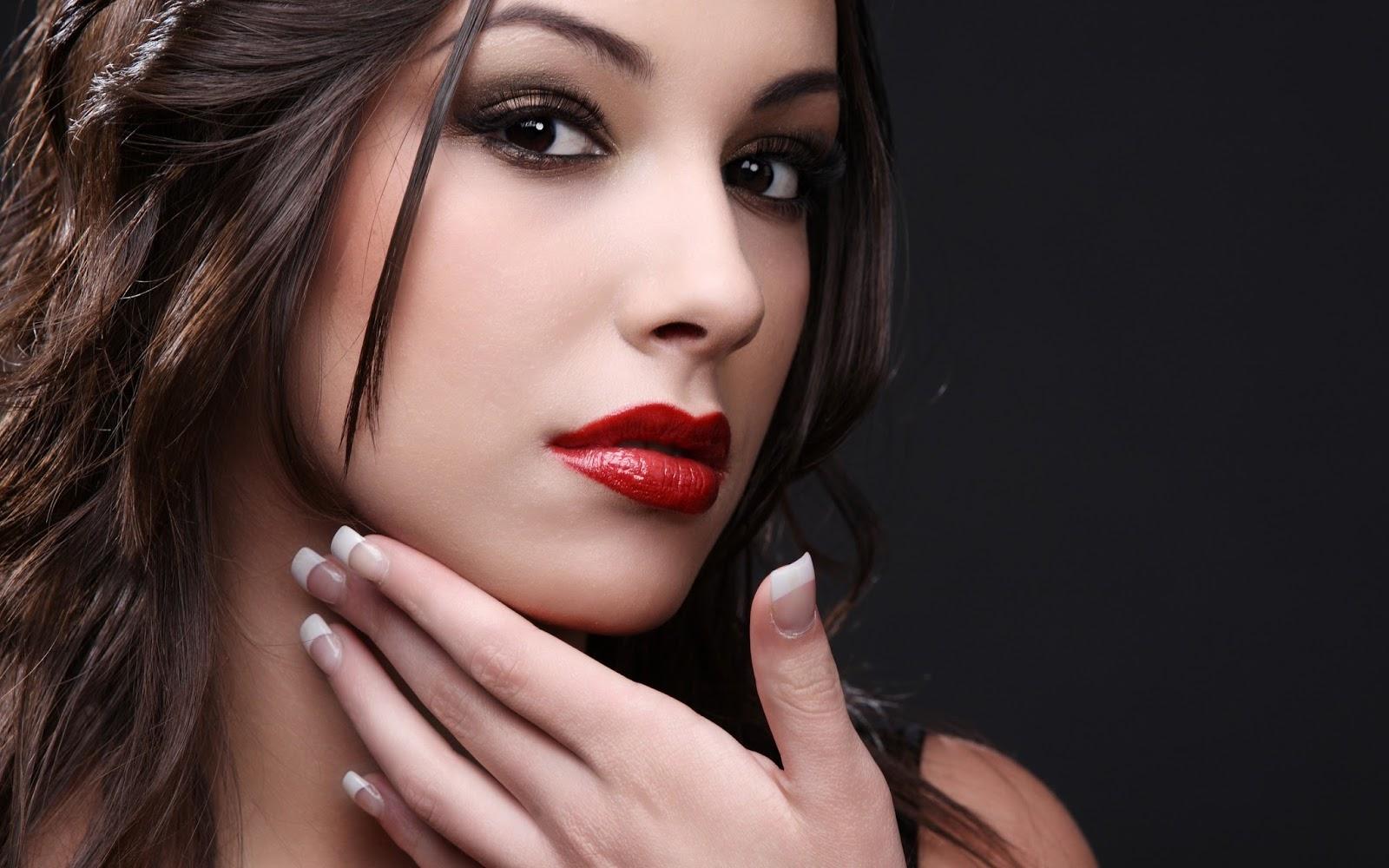 Model with beautiful Lips Wallpaper