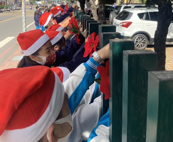 陽明國中校園高掛聖誕祈福卡 會考考生為疫情祈福