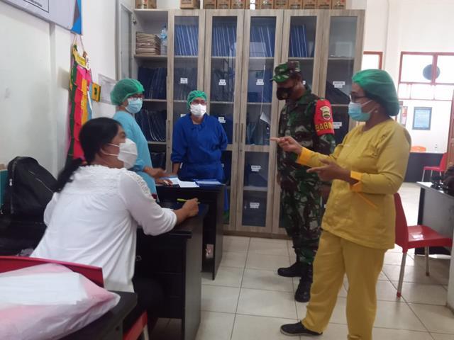 Bersama Dengan Petugas Puskesmas, Personel Jajaran Kodim 0207/Simalungun Laksanakan Komsos