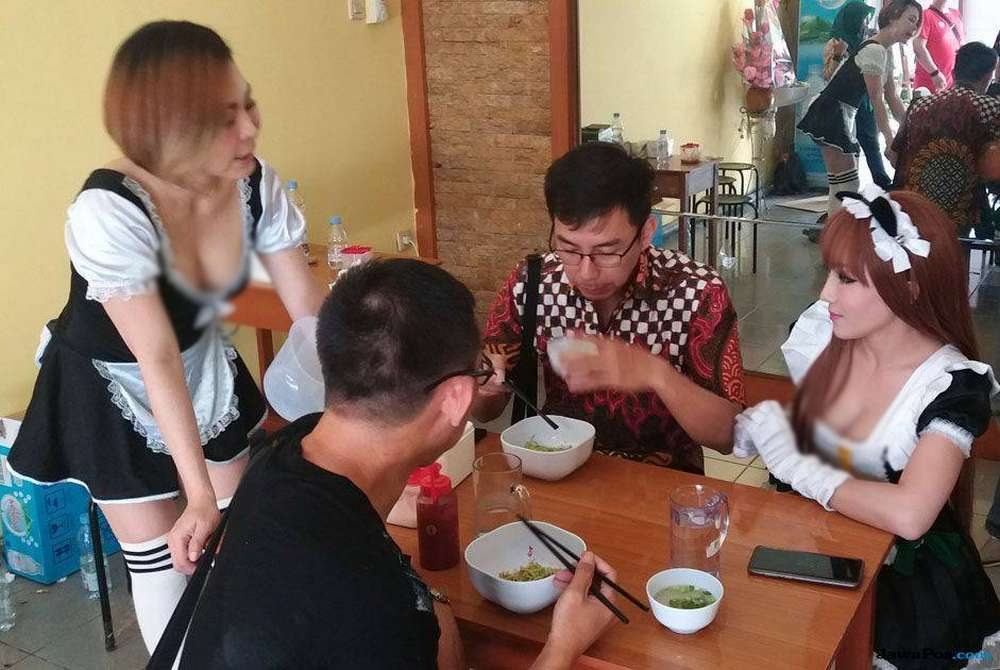 Penjual Bakmi Janda yang Seksi dan Cantik (njajan.com)