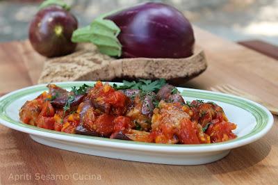 Melanzane in agrodolce. Antipasto freddo, cucina vegetariana, vegan.