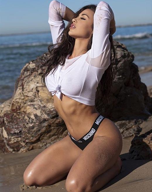 Fitness Model Ana Cheri photos
