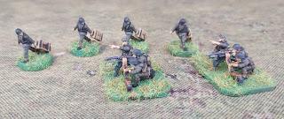 15mm German machine guns and crew