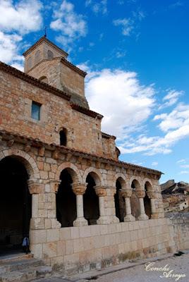 En la parte más alta de la villa de San Esteban de Gormaz se encuentra este bello templo romanico de Ntra.Sra. del Rivero