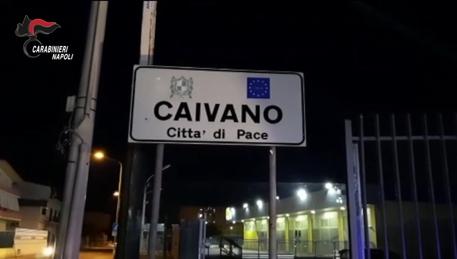 Blitz dei carabinieri in una delle piazze di spaccio più grandi d'Europa: operazione nel parco Verde di Caivano.