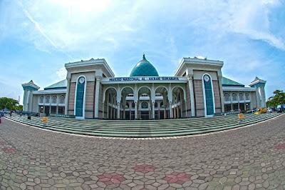 Jamaah Masjid Agung Surabaya Al Akbar
