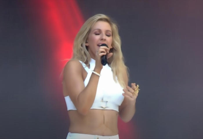 Ellie Goulding performing Burn song