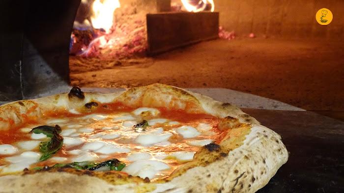 Pizza margarita en horno de leña Grosso Napoletano, Grosso Napoletano Hermosilla, Grosso Napoletano Santa Engracia