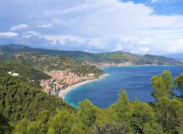 veduta di Noli in Liguria
