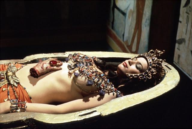 Valerie Leon dans le film La Momie sanglante (Blood from the Mummy's Tomb, Seth Holt et Michael Carreras, 1971)