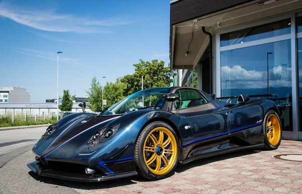 Lionel-messi-car-collection-Messi-owns-one-out-of-the-only-three-units-produced-of-this-Pagani-Zonda-tricolore
