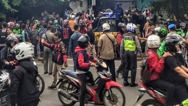 Mau Tarik Motor, Dua Mata Elang Dikerubuti Ojol dan Ditangkap Polisi
