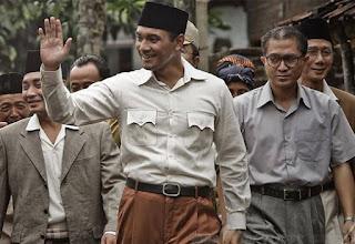 review film soekarno