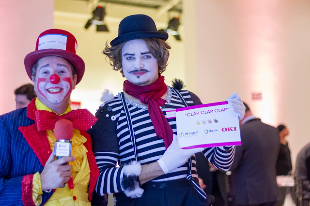Atrações circenses personalizadas com logo de empresa para evento cujo objetivo era a exposição de marcas, Palhaço e Mímico no evento de premiação da Abigraf, Espaço Apesp SP.