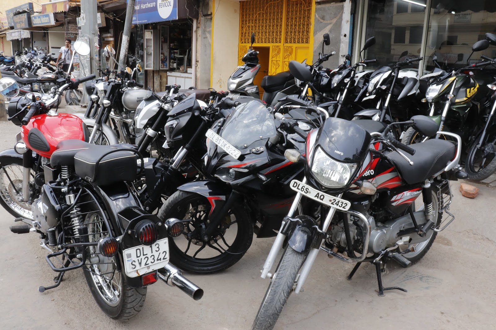 World's Cheapest Bike Market In Delhi | Starting- 35,000