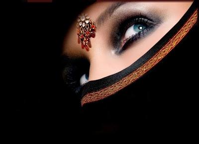 Princesse, la Belle Femme Arabe Avec Voile