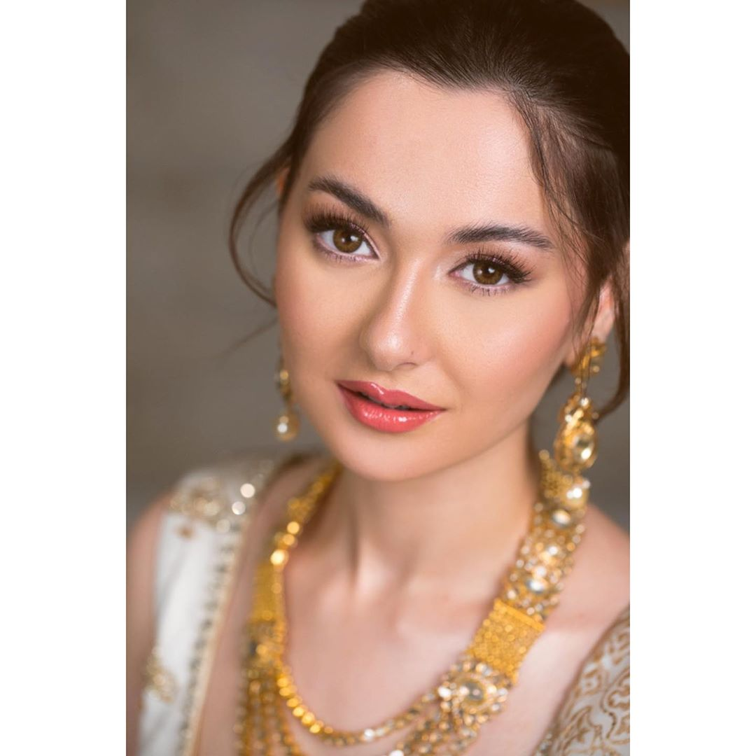 Hania Amir HD Wallpaper