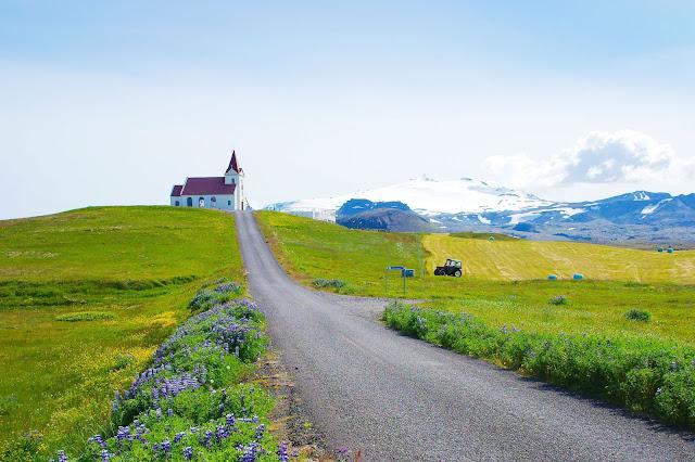 Iglesia Ingjaldshóll en Snaefellsnes, Islandia