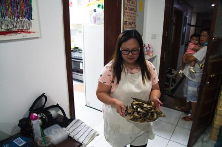 Feby Dela Peña, Unemployed Filipina feeds other jobless expats in Dubai