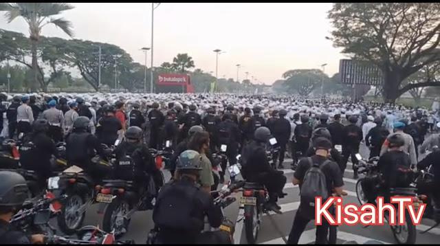 Jalan Tol Menuju Bandara Soeta Lumpuh, FPI Klaim Jutaan Orang Ikut Jemput Habib Rizieq Shihab