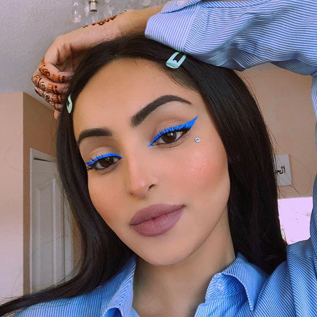 Maquiagem neon azul