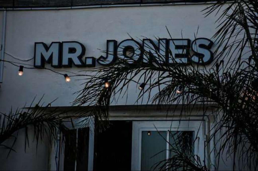 """Boliche """"Mr. Jones"""""""