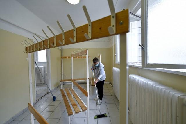Őszi nagytakarítás, fertőtlenítés volt a debreceni Szoboszlói úti iskolában
