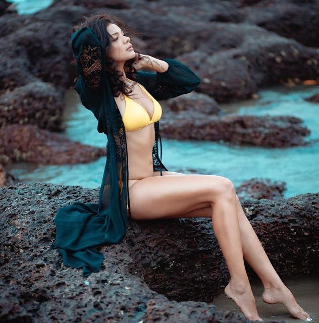 Tv actress Megha Gupta raises the temperature in yellow bikini
