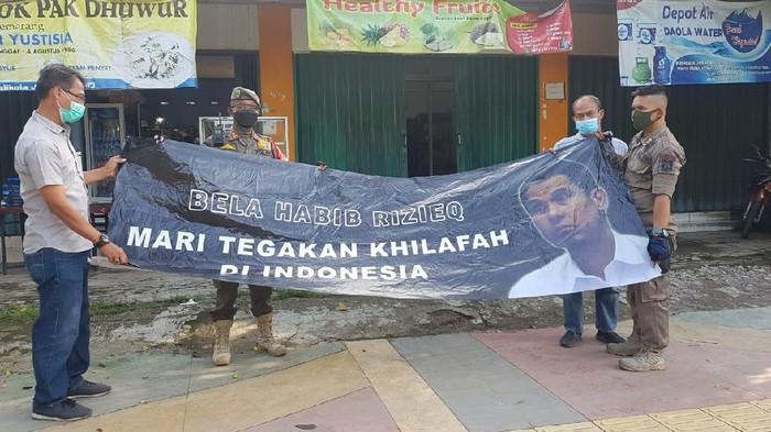 Geger Muncul Spanduk 'Tegakkan Khilafah', Munarman: Udahlah, Setop Fitnah FPI!