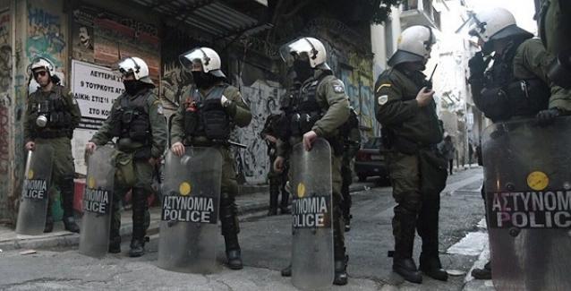Ξαφνικά θυμήθηκαν τα Εξάρχεια: Νέα επιχείρηση σε υπό κατάληψη κτήρια. Μία σύλληψη για ναρκωτικά.