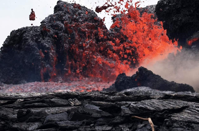 Hawaii's Kilauea Volcano Eruption Enters New Phase as Crater Falls Quiet