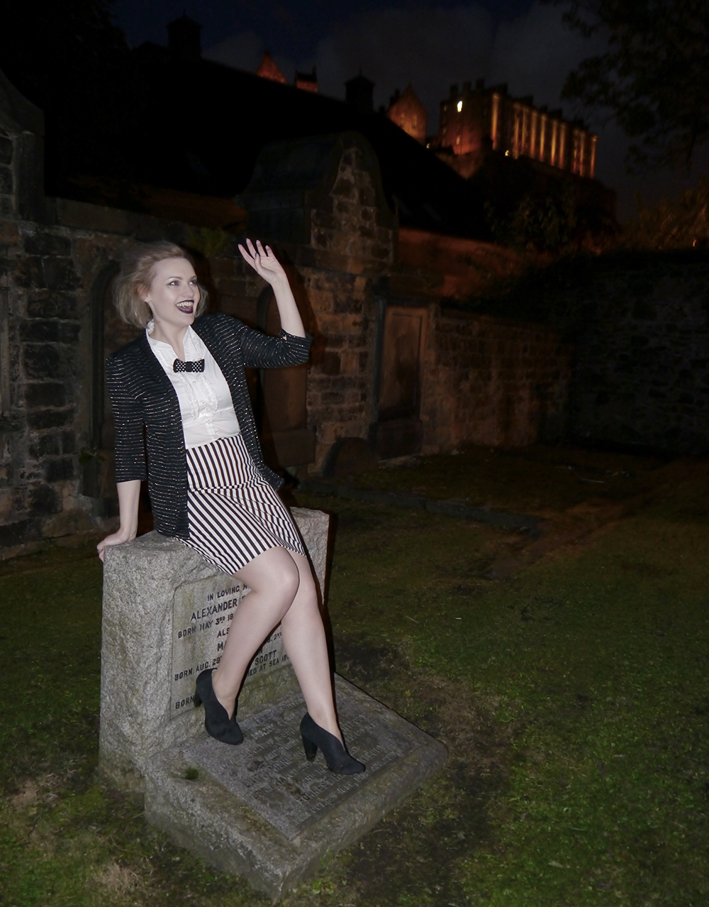 wearable halloween outfit, Beetlejuice girl costume, monochrome ghost costume, easy halloween costume, unlikely horror style icon, blogger halloween, St John's cemetery Edinburgh, creepy Edinburgh ghost