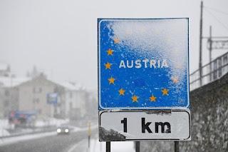 austria-anoikse-ta-synora-me